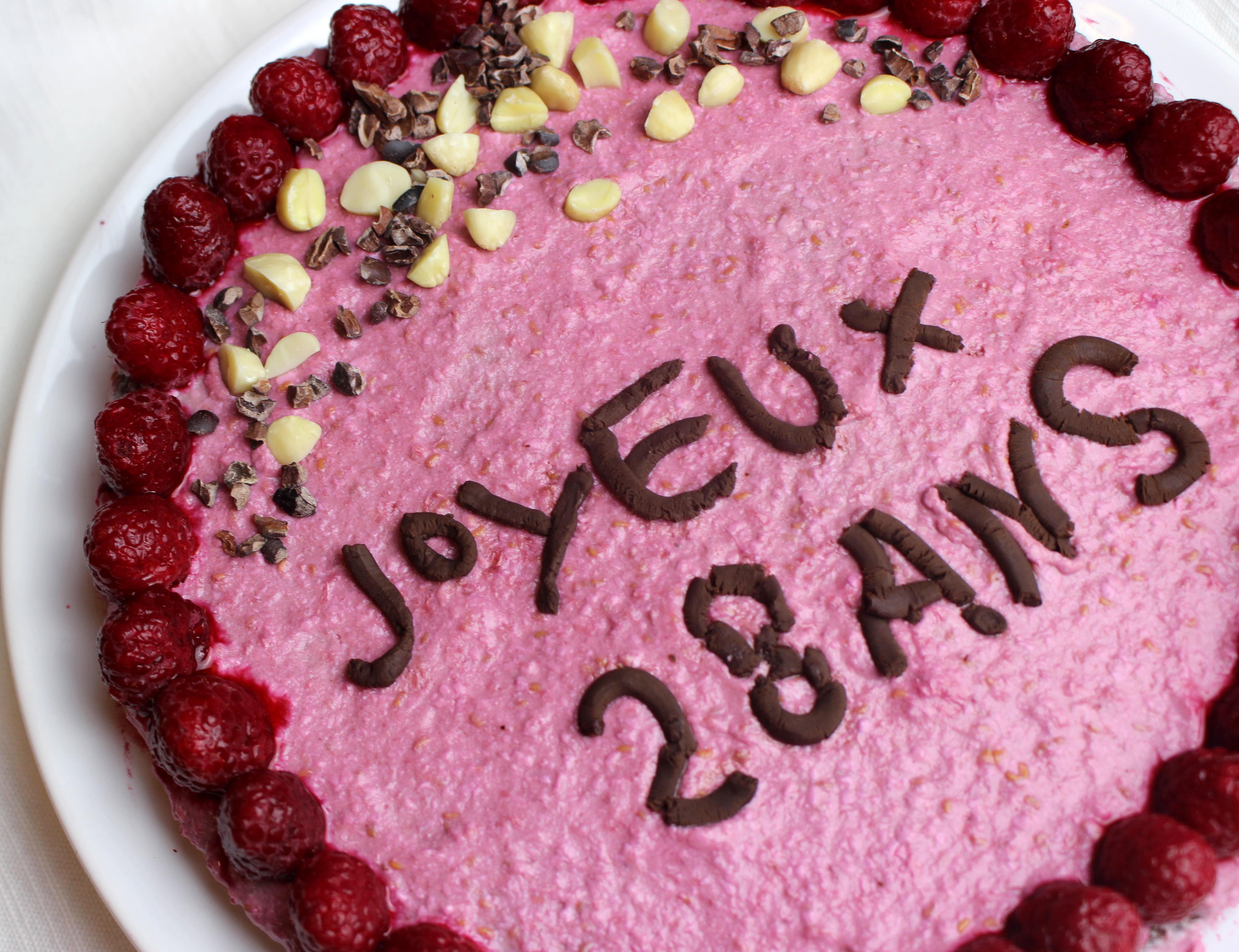Joyeux 28 Ans Gâteau Danniversaire à Lamande Et à La Crème De