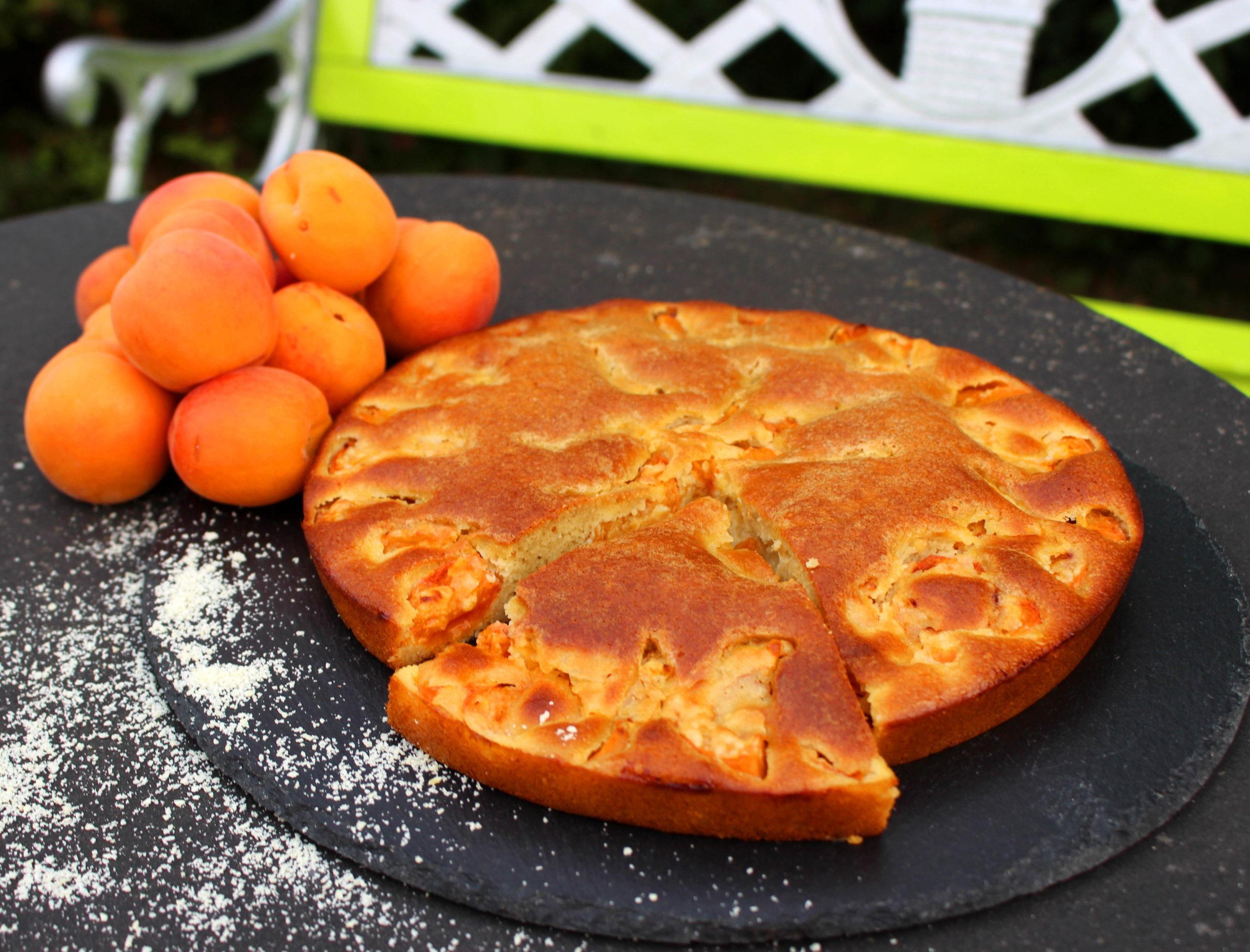 gâteau moelleux aux abricots et à l'amande sans gluten et sans lait